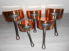 Tournus Set of 5 copper saucepans - tinned.