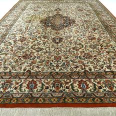 "Keshan – 300 x 200 cm – ""Oriental, richly decorated carpet in beautiful condition"". – Please note! No reserve, bidding starts at €1."