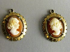 Two 14 kt gold pendants with cameo – Size:  1.5 cm by 1.2 cm