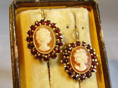 Bohemian earrings with hand-carved shell cameos in garnet entourage