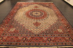 Beautiful hand-knotted Persian carpet, Moud, with silk, 250 x 355 cm, made in Iran, circa 1980, medallion