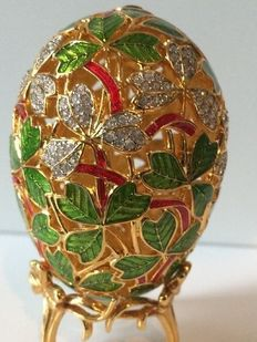 """Usa, Joan Rivers Vintage Collectable """"Spring Clover"""" imperial Treasures Collectable Egg"""