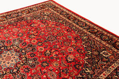 Beautiful Persian carpet, Mashhad, 3.80 x 3.00 hand-knotted oriental carpet, made in Iran, top condition, signed
