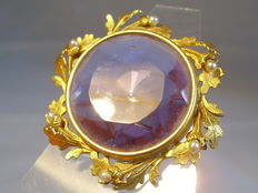 Victorian gold brooch with large amethyst (synth.) and small river pearls
