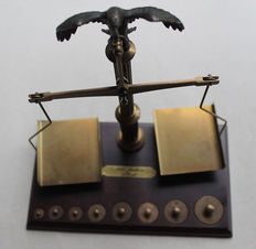 """Letter scale """"500 Jahre Post"""" - Balance scale with two scales and weights"""