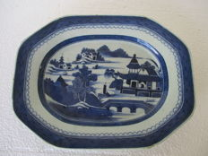 Octogonal Canton Porcelain  Platter Willow Pattern - China -  late 18th century