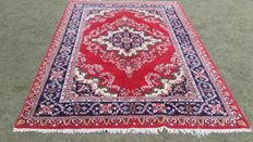 Beautiful hand-knotted Persian Iranian carpet, 252 x 170 cm. Note! No reserve price, bids start at €1
