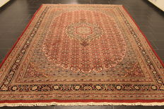 Distinguised handwoven oriental carpet, Indo Bidjar Herati, 240 x 330 cm, made in India end of the 20th century