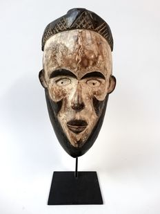 African fetish mask used by the Bakongo tribe