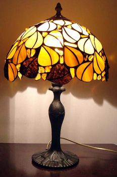 Beautiful handmade natural Baltic Amber lamp, incl. certificate