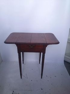 English drop-leaf table of solid wood, England, second half of the 20th century