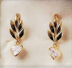 Gold earring pair with heart cut quartz