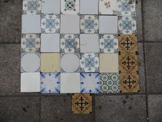 Ornamental tiles - 31 pieces - ca. 1920. The Netherlands