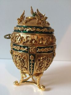 """Usa, Joan Rivers Vintage Collectable """"Musical Egg Series Imperial Treasures Collectable Egg"""