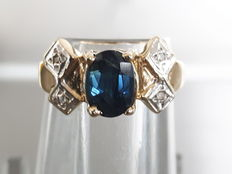 Gold 14 kt ring with sapphire and diamonds, ring size: 16 mm