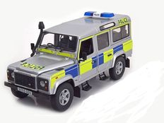 Universal Hobbies - Scale 1/18 - Land Rover Defender 110 Station Wagon - UK Police