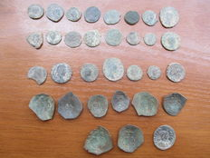 Roman and Byzantine Empire: Lot with 32 coins from 200-1200 A.D.