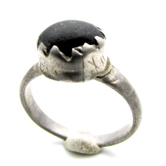 Late Medieval Solid Silver Ring with Large Dark Stone Inserted in Bezel - 20 mm