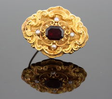 Antique 18K Yellow gold mourning brooch with garnet ( 2 ct. ) freshwater pearls ( 0.20 ct. total ) ca. 1910