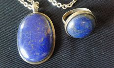 Parure - ring and pendant in Lapis-lazuli and chain in solid silver.