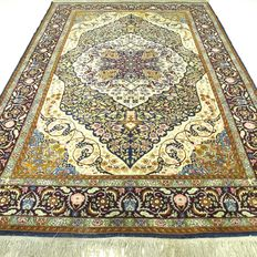Kayseri - 223 x 138 cm - Persian, richly decorated eye-catcher in special colours - in beautiful condition.