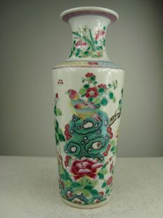 Finely painted porcelain vase - China - Republic period (1912-1949)