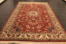 Magnificent hand-knotted oriental carpet, Indo Nain, 205 x 300 cm, made in India at the end of the 20th century