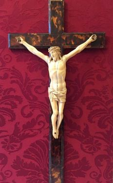 """Crucified Christ"" - ivory sculpture on a tortoise-shell Cross - Sicily, Italy, 19th century"