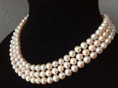 Necklace with salmon-coloured freshwater baroque pearls - length 128 cm/50""