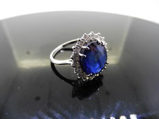 18k Gold Sapphire and Diamond Cluster Ring - size 53