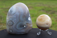 Fine Agate sphere and free-form - 5.7 to 11.5cm - 1198gm  (2)