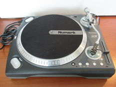 Numark TTX Premium turntable+een nieuw Shure M44-7 scratch element van Technics.