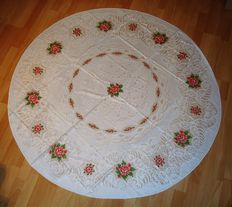 Round side tablecloths