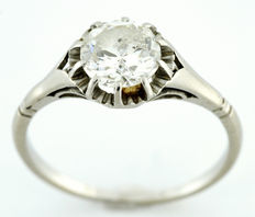 Solitario Oro de 18k. Con Diamante Natural Talla Brillante de 1,13 ct. (Certificado IGE). K/P1. 2,91 gr. 17,5 mm.