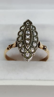 14 kt yellow gold ring set with white sapphire, no reserve price!