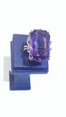 Vintage yellow gold ring with amethyst