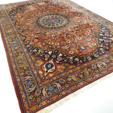 "Meshed – 311 x 211 cm. – ""Persian carpet in brick/old pink - In beautiful condition""."