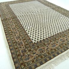 Mir – 204 x 141 cm – oriental carpet in natural tones – in mint  condition. Please note! No reserve price: bidding starts at €1.