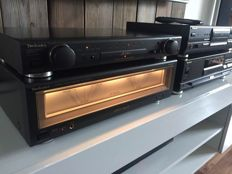 High End Technics SE A900s MK2 and SU C800mk2 power amplifier and preamplifier including remote and SL PS70 drive and SL PG590 CD player.