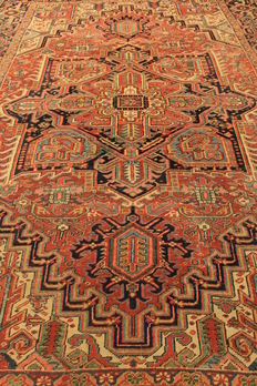 Rare beautiful antique hand-knotted Persian carpet, circa 1890-1900, Heriz Serapi, plant dyes, 250 x 350 cm, from €1, no reserve