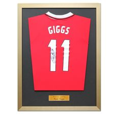 Ryan Giggs / Man United - Signed and stunningly framed Manchester United (Champions League winning) shirt 1999, inc. COA and Photoproof.