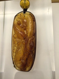Burma Amber carved pendant with fish, weight: 18.5 grams, No reserve price