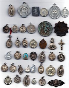 Large lot of Saints medals, bronze silver and tin, 18th 19th century.