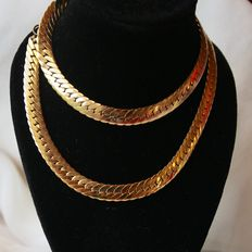 About 196070 Vintage Gold plated beautiful necklace in wonderful state.