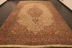 Royal hand-knotted oriental palace carpet, Kayseri, medallion, made in Turkey circa 1970, 260 x 420 cm