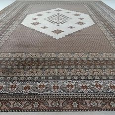 "Berber – 394 x 302 cm – ""Showroom carpet – Impressive oversized Persian carpet – Modern thinly shorn Berber in beautiful, nearly unused condition""."