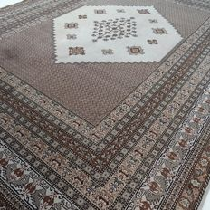 "Berber – 394 x 302 cm – ""Showroom carpet – Impressive oversized Persian carpet – Modern thinly shorn Berber in beautiful, nearly unused condition"""