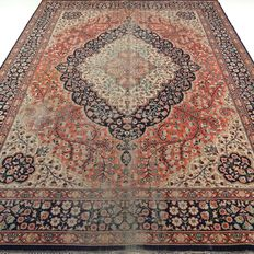 "Kayseri – 336 x 241 cm – ""XL eye-catcher – Persian carpet in beautiful, worn condition""."