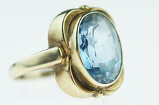 Gold women's ring, 14 kt, set with a blue topaz, ring size 19.5/20