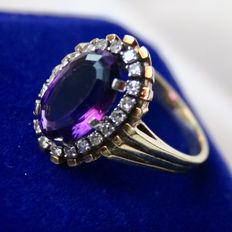 Solid handkrafted entourage ring with a very large natural Amethyst approx. 6.5 CT. and natural diamonds W / VS